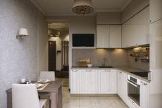 Современная кухня 8 метров. Новинка 2016 года Дизайн кухни 8 кв. м. в стиле минимализм. Фото проекта Кухня 8 метров фото Отделка кухни может быть выполнена в светлых тонах, бело-салатовое сочетание — выигрышный вариант, который не утомляет глаза. Кроме того, такие оттенки визуально расширяют небольшое пространство. Глянцевые стены также способствую созданию светлой обстановки. Дизайн кухни … … Читать далее →