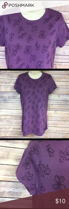 🔶 Large Old Navy tee Pretty purple with floral pattern.  Soft, ready for warmer weather!!  EUC. Old Navy Tops Tees - Short Sleeve