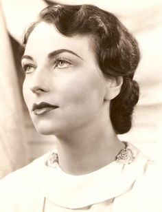Agnes Moorehead, so young and pretty in this picture. Bridesmaids hair?