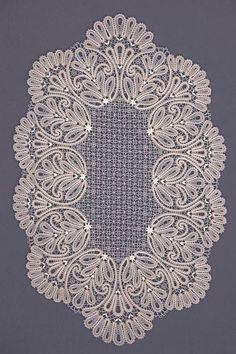 Facebook Crochet Crafts, Crochet Doilies, Crochet Lace, Crochet Stitches, Bobbin Lace Patterns, Doily Patterns, Crochet Patterns, Bruges Lace, Romanian Lace