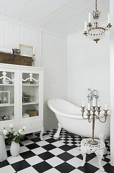 Claw foot Bathtub and checkered floor... Ahhhh!