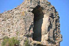 El Anio Novus en el fosso Empiglione. Concreción calcárea con las huellas del repicado para recuperar la sección del canal.