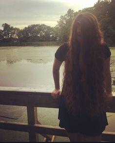 🌅 #nature #naturephotography #trees #sunshine #hair #longhair #superlonghair #capellilunghi #capellilunghissimi #capelli #cabelo #cabeloslongos #curlyhair #curls #hairstyle #brunette