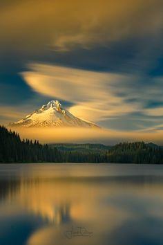 artetdeco81:  maureen2musings: Mt Hood from Trillium Lake Frank Delargy
