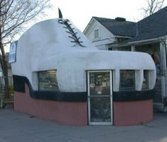 The famous shoe been in many magazines Bakersfield, CA...it's still there!