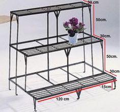 Cascada/escalera/macetero.  Material: realizado en hierro. Medidas: 120cm x 115cm x 90cm. Cascaded / ladder / planter. Material: made of iron. Dimensions: 120cm x 115cm x 90cm.