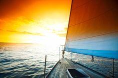 Se osservare il mare è bello, viverlo è un'esperienza unica.  Poter navigare le acque e concedersi piacevoli momenti di relax, cullati dal moto delle onde è un'emozione intima e profonda, in grado di spazzare via ogni malessere. Rendi possibile tutto questo, acquistando una barca, nuova o usata, presso Nautica dal Vì.  Scopri di più su: http://www.dalvi.it/