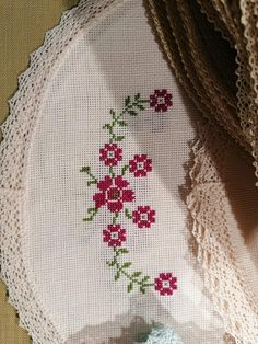 Cross Stitch Borders, Cross Stitch Flowers, Cross Stitch Embroidery, Hand Embroidery, Bargello, Baby Knitting Patterns, Needlework, Projects To Try, Sewing