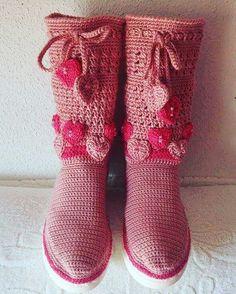Botas a crochet con suelas de goma. Ideales para pasear.