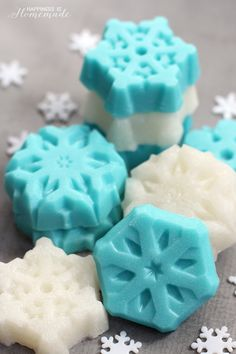 These shimmery snowflake sugar scrub bars (inspired by the movie Frozen!) are a super cute, quick, easy and inexpensive DIY homemade gift idea!  These sparkly snowflakes combine two of my most favorite bath & beauty products – sugar scrub and soap – into shimmering sugar scrub bars. Perfect for exfoliating dry winter skin, these sugar …