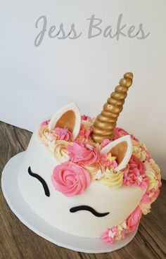 Pink & white Unicorn cake