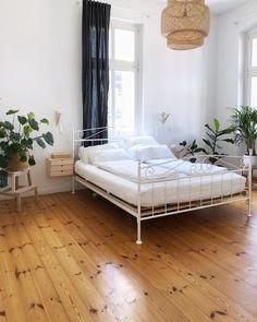 Werbung   Verlinkung] Mit dem Schlafzimmer bin ich mit Abstand am zufriedensten. Vor allem wenn das Bett frisch bezogen ist und die Sonne