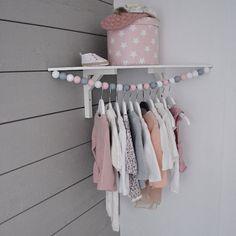 Super mooie kledinghanger gemaakt van houten kralen Cool cloth hanger.
