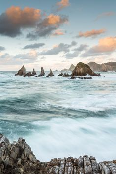 High tide in Gueirúa, Asturias, Spain (by José Carlos Photography) Andalucia Spain, Granada Spain, Seville Spain, Madrid Travel, Barcelona Travel, Places In Spain, Places To See, Nature Pictures, Travel Pictures