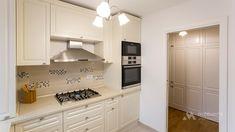 Mobila bucatarie clasica L-Shape - Mobila la comanda MOBIERA Iasi Home Decor Kitchen, Kitchen Interior, Kitchen Cabinets, Kitchen Cupboards, Decorating Kitchen, Kitchen Shelves