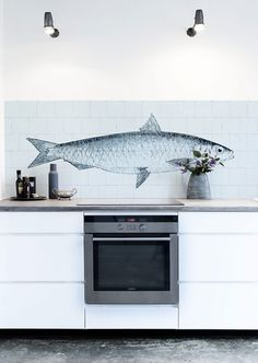 Our KitchenWalls Wallpaper Splashback- Fish will create an original focal point in any kitchen. On a background of 'Oude Witjes' (Dutch Old Whites) this beautiful drawing Kitchen Wall Decals, Kitchen Vinyl, Kitchen Rules, New Kitchen, Kitchen Dining, Kitchen Decor, Kitchen Cabinets, Kitchen Worktops, Backsplash Wallpaper