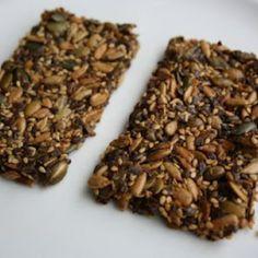 Koolhydraatarme pitten en zaden crackers.