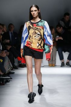 Krizia Spring/Summer 2017 - Shorts with a Big Tiger Head Sweater