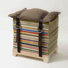 Des vieux magazines en tabouret