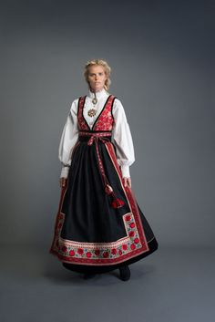 Spanish Costume, Mexican Costume, Folk Costume, Scandinavian Fashion, Tribal Dress, Festival Wear, Ethnic Fashion, Traditional Dresses, Costume Design
