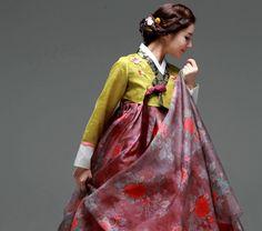 Traditional for hanbok Korean Dress, Korean Outfits, Korean Clothes, Korean Traditional Dress, Traditional Dresses, Beauty Routine Calendar, Modern Hanbok, Dress Attire, Woman Smile