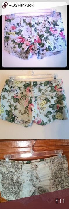 Floral Denim Shorts Size 1 um JUST FOUND OUT THESE are reversible!!!! Sooo cool!!!! Ok now time for more pics!!! (The tag easily rips off the back) Flip Side Shorts Jean Shorts
