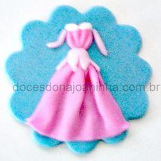 Mini Cupcake decorado com Vestido de Princesa Rosa para festa infantil Bela Adormecida