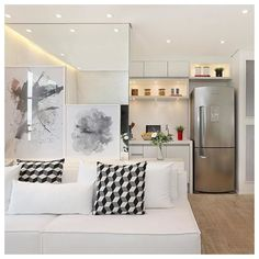 [] |apartamento clean| gostei da ideia de revestir de espelho a parede que divide a sala da cozinha! E também dos quadros apoiados em frente ao espelho!  |pic via @crisrodriguesarquiteta|  ____________________________________________________ #inspo#inspiração#decor#apartamento#apartament#apartamentopequeno#decoracion#decoration#decoração#decoracaodeinteriores#interiores#interiors#interiordesign#architecture#arquitetura#archilovers#homedecor#instadecor by byprinogueira