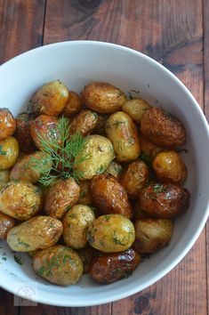 Cartofi noi la ceaun cu marar si usturoi - CAIETUL CU RETETE Romanian Food, Cooking Recipes, Healthy Recipes, Chicken Salad Recipes, 30 Minute Meals, Lunches And Dinners, Meal Planning, Side Dishes, Food And Drink