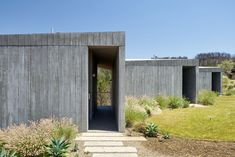 Husband-and-wife team Casper and Lexie Mork-Ulnes are behind this concrete guest house in California's Sonoma Valley, designed as a place of shelter. Concrete Retaining Walls, Concrete Houses, Concrete Building, California Homes, Northern California, Sonoma California, Architectural Materials, Concrete Architecture, House Landscape