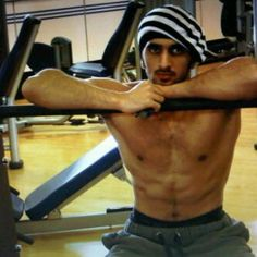 Rashid bin Mohammed bin Rashid Al Maktoum Manchester, Middle Eastern Men, Academia Militar, Love You Very Much, Arab Men, My Prince Charming, Beautiful Soul, I Can, Dubai