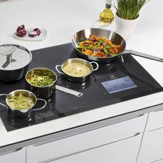 Z płytą indukcyjną Electrolux pyszne posiłki zawsze będą gotowe na czas. Wszystko pod pełną kontrolą! #electrolux #electroluxpl #food #yummy #cook #foodlove #kitchengadget #gotowanie #kuchnia #pyszności