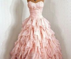 Pretty in Pink: vintage dress. I think I dig the frou-frou. Why do I want to dress up with nowhere to go? Vintage Outfits, Vintage 1950s Dresses, Vestidos Vintage, Vintage Fashion, Vintage Beauty, Vintage Clothing, Girl Clothing, Modern Fashion, Puffy Dresses