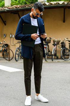 テーラードジャケットのインナーに白Tをセット Men Street, Street Wear, Sport Casual, Men Casual, Grunge Fashion, Mens Fashion, Cocktail Wear, Men's Leather Jacket, Men's Wardrobe