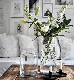 As the key for contemporary style - less is more, sometimes all you need is a clear mix of heights glass vases to add than needed, clean and fresh look Country Style Homes, Country Decor, Country Style Houses