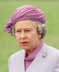 Tay Brooch worn by the Queen at the Windsor Horse Show 1995. It appears this is the only picture we can find of the Queen wearing this Brooch.