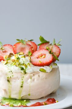 strawberry vanilla cream basil cOulis pavlOva #cake #sweet #cook