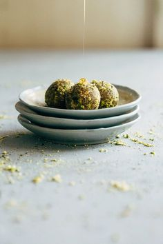 With the sweetness and spice of traditional baklava, these raw baklava balls are a healthier and easier way to get your baklava fix. Sweet, sticky and yum. Healthy Vegan Snacks, Delicious Vegan Recipes, Raw Food Recipes, Sweet Recipes, Dessert Recipes, Yummy Food, Healthy Sweets, Vegan Food, Alkaline Recipes