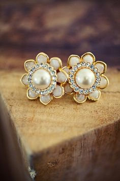 Pearl and diamond flower earrings! Perfect for a tropical #DestinationWedding