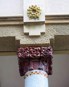 Casa Barbey, façana nord, porxo (la Garriga)