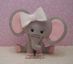 Sitting Elephant w/Over-Sized Bow Baby Crafts, Cute Crafts, Felt Crafts, Elephant Crafts, Felt Quiet Books, Elephant Pattern, Felt Christmas Ornaments, Felt Fabric, Felt Diy