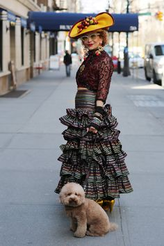 Lady-in-hat. Lady-with-dog. Photo by Ari Seth Cohen - Advanced Style. Look Fashion, High Fashion, Womens Fashion, Stylish Older Women, Beautiful Old Woman, Advanced Style, Ageless Beauty, Glamour, Aging Gracefully