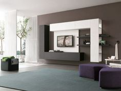 Televizor integrat in mobila de pe perete