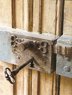 "I love skeleton keys! Photo credit listed ""via French Country Style at home"" on Décor de Provence blog."