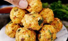 Ground Chicken Breast Meatballs with Mozzarella Cheese Salmon Foil Pack, Meat Cooking Times, Fish Recipes, Healthy Recipes, Healthy Food, Cooking Red Potatoes, High Protein Dinner, Super Easy Dinner, Cooking Spaghetti