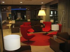KLM crownlounge Houston airport  Quelle: KLM Houston Airport, Airport Lounge, Arch Interior, Cool Magazine, Lounges, Chair, Luxury, Business, Furniture