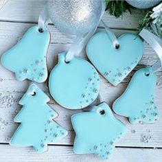 Christmas gingerbread cookies by . Swipe to see all cookies and don't forget to save. They all look amazing and not too… Christmas Tree Cookies, Iced Cookies, Christmas Cupcakes, Christmas Gingerbread, Holiday Cookies, Cupcake Cookies, Christmas Desserts, Christmas Baking, Santa Cookies