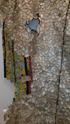 El Anatsui Artist Exhibition Jack Shainman Gallery Chelsea Manhattan New York Tea Bag Art, Contemporary African Art, Trash Art, Cup Art, Cool Artwork, Amazing Artwork, Installation Art, Art Installations, Learn Art