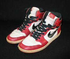 Nike Air Jordan 1 I Original 1985 Shoes -- I really really want these