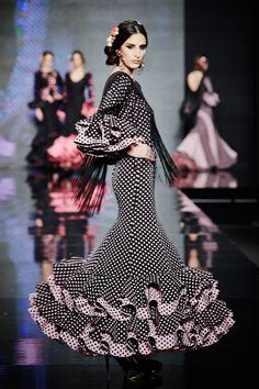 traje-flamenca-negro-lunares-rosa